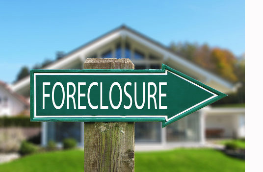 foreclosure-sign-against-house1